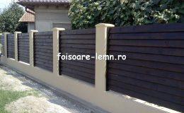 Gard din lemn cu porti 02