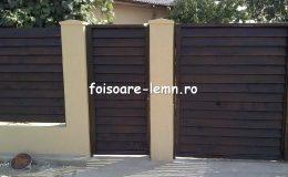 Gard din lemn cu porti 03