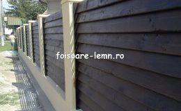 Gard din lemn cu porti 07
